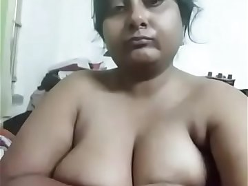 Andhra bhabhi exposing her exotic big boobs